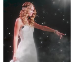 article, red, and Taylor Swift image