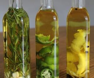 lemon, rosemary oil, and oli̇ve oi̇l garli̇c image