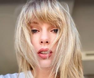 taylor swift selfie image