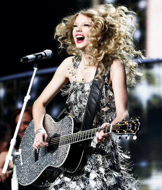 article, Taylor Swift, and fearless image