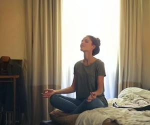 how to meditate and breath meditation image