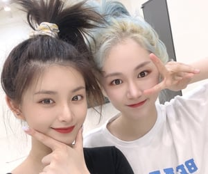 kpop, everglow, and 王怡人 image