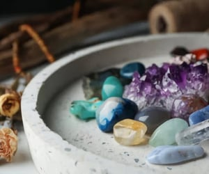 crystals and wholesaler image