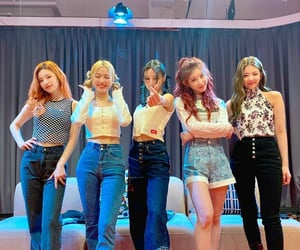 kpop and itzy image
