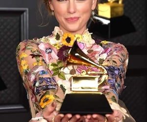 artists, grammys, and Taylor Swift image