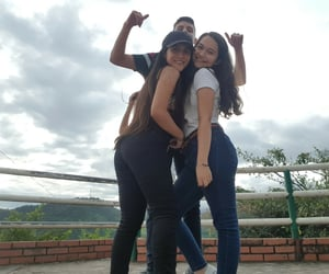 amigas, sky, and girls image