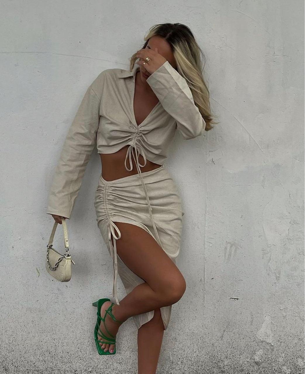 summer, everyday look, and beige crop top image