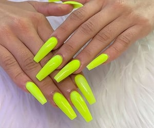 green, manicure, and fakenails image