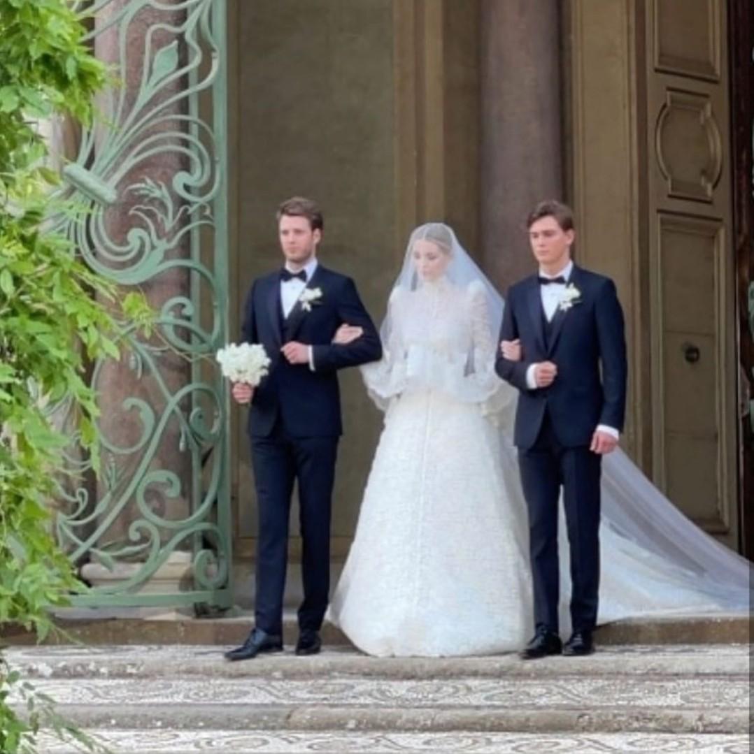 boda, Dolce & Gabbana, and royal image