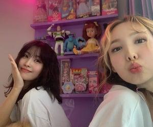 Nayeon (나연) x Momo (모모)