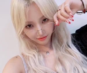 kpop, selca, and soyeon image