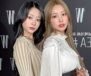 hyewon, minju, and izone image