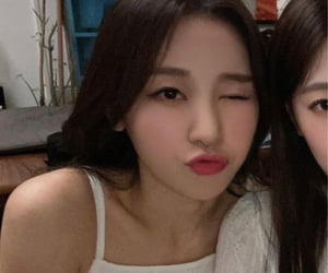 loona, <3, and yves image