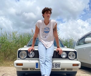shawn mendes and car image