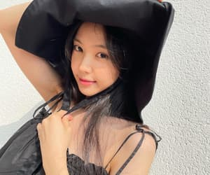 kpop, visual, and naeun image