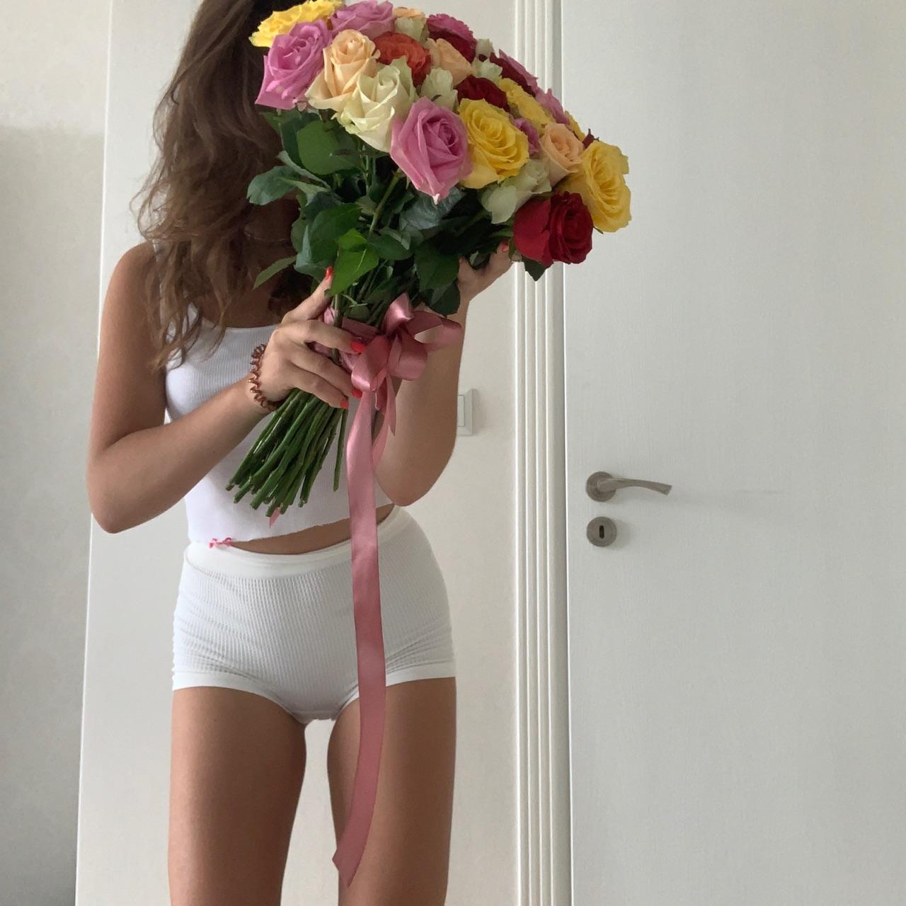 девушка and цветы image
