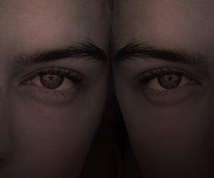 chicas, misterio, and gemelas image