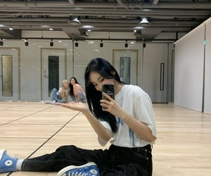 jinsoul, kpop, and yves image