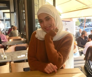 beige, modesty, and hijâbi image