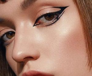 belleza, eyeliner, and maquillaje image