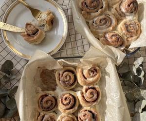 food, aesthetic, and cinnamon roll image