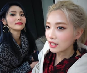 kim jungeun, jinsoul, and kim lip image