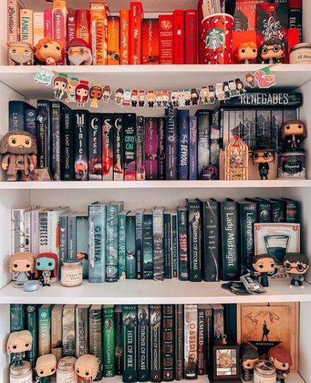 article, books, and throne of glass image