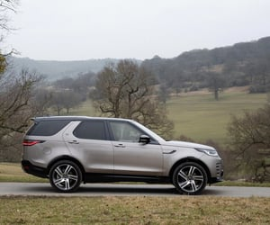 SUV and land rover discovery 3 image