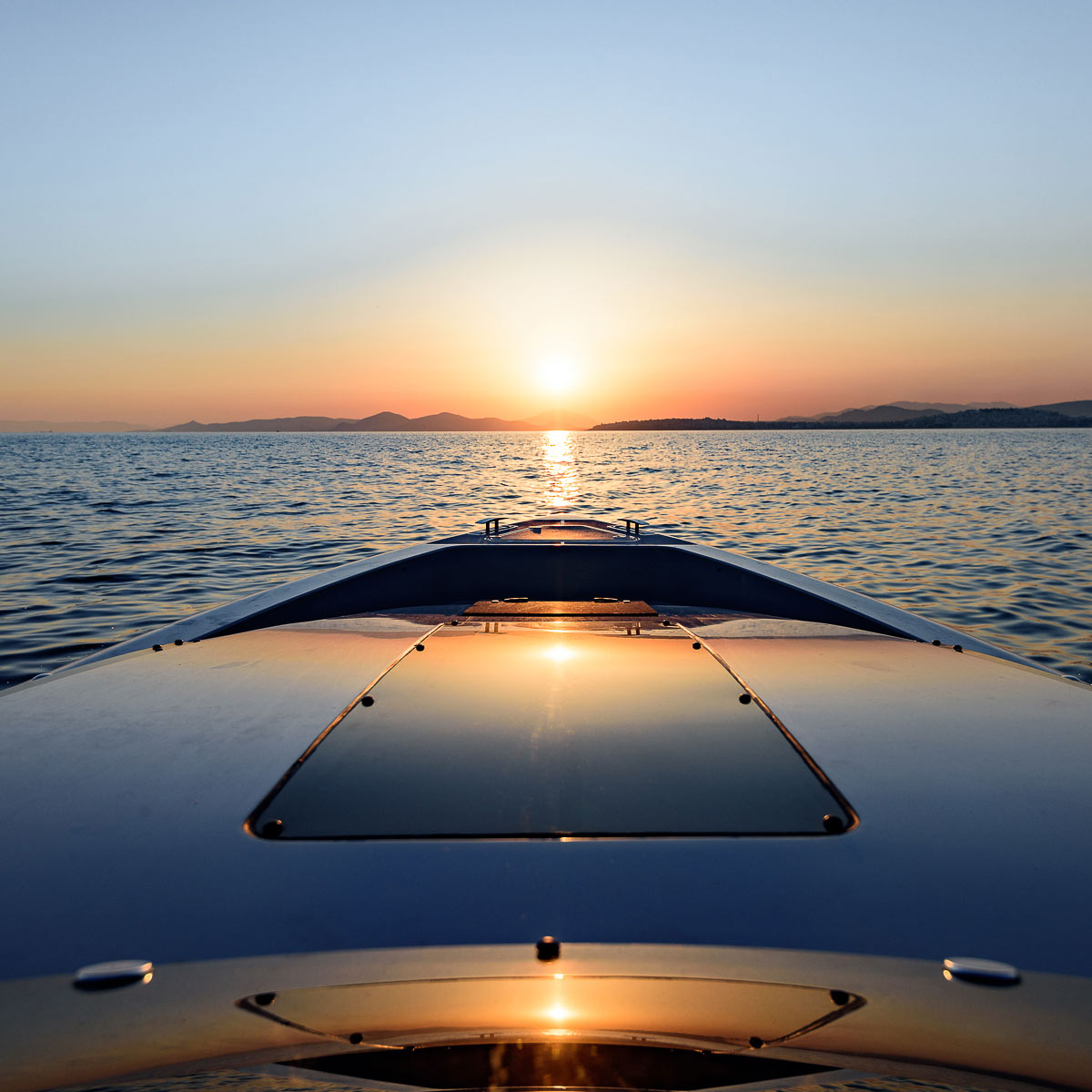 article and yacht charter dubai image