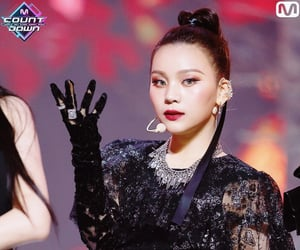 maknae, umji, and kim yewon image