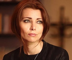 portre and by elif shafak image