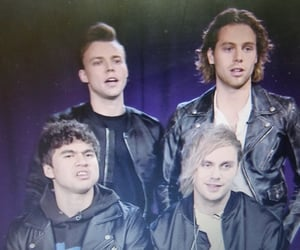 luke hemmings, five seconds of summer, and 5sos image