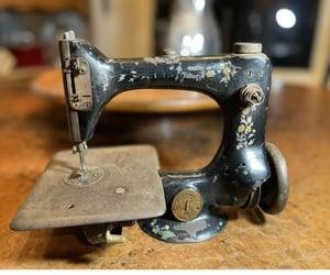 singer, vintage sewing, and singer 24 image