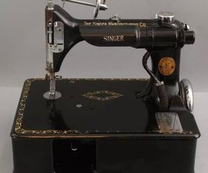 singer, vintage sewing, and vintage sewing machine image