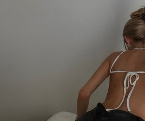 fashion and backless top image