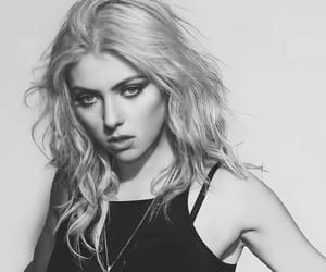 photoshoot, Taylor Momsen, and death by rock and roll image
