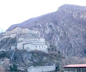 castelli, italia, and medioevo image