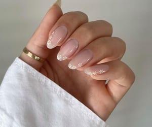 beauty, daisy, and manicure image