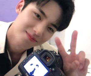Seventeen, kim mingyu, and kpop icon image