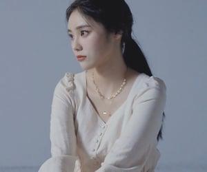 jinsoul, loona, and jung jinsol image