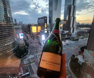 champagne, drinks, and moet chandon image