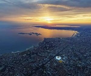 stade, coucher de soleil, and mer image