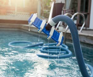 swimming pool services image