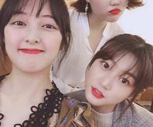kim sae ron, akmu, and kim bora image