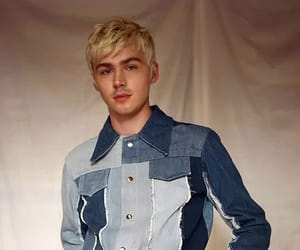 13 reasons why and miles heizer image