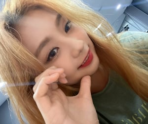 belle, kpop, and cignature image