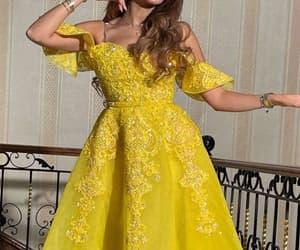 vestido longo, simple prom dress, and yellow prom dresses image