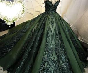 dark green, green prom dress, and robe de soirée image