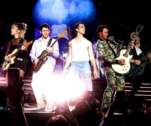 jonas brothers and remember this tour image