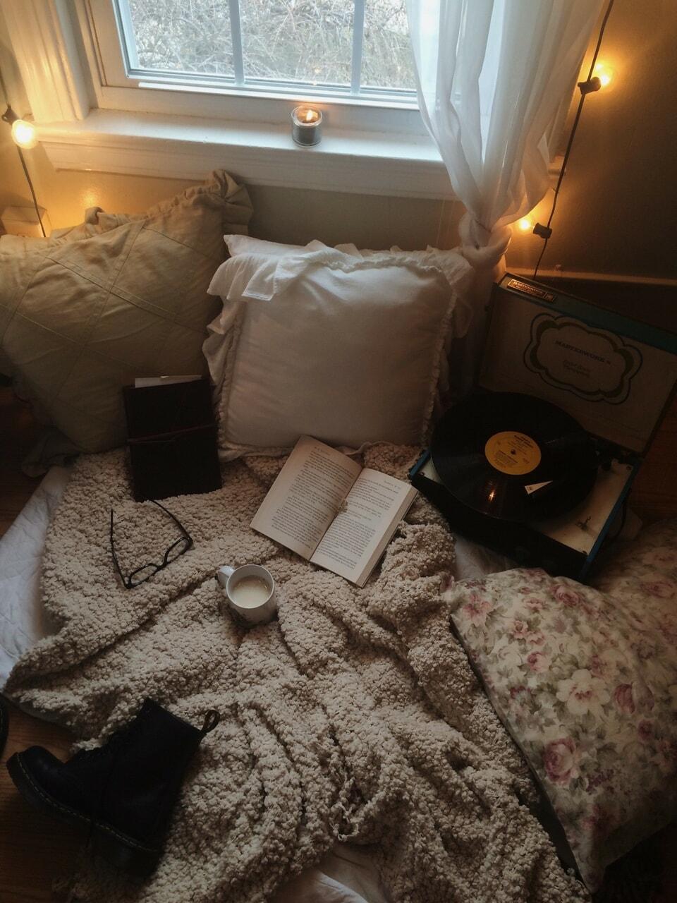 Imagem de book, cozy, and autumn